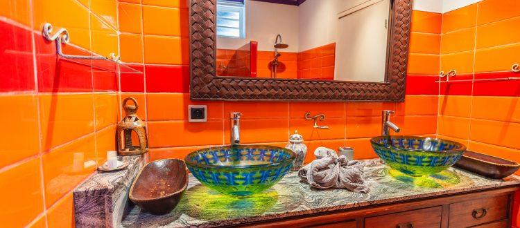 Orchidée salle de bain | Villas Ti Créole | Deshaies
