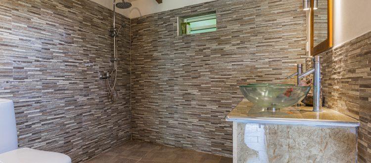 Palmier salle de bains | Villas Ti Créole | Hébergement Vacances Guadeloupe