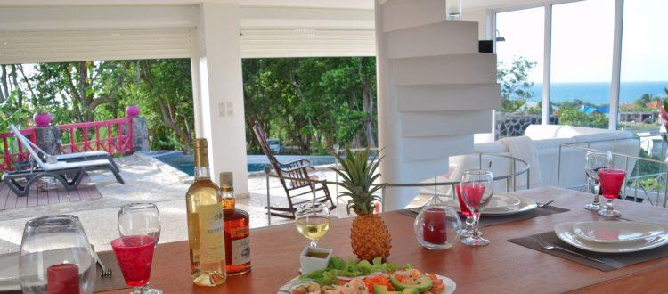Villa A Ciel Ouvert Table