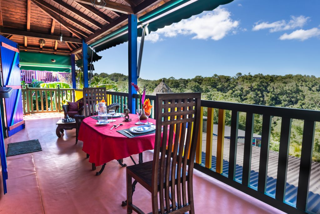 Gite Arbre à Pin balcon Vacances en Guadeloupe